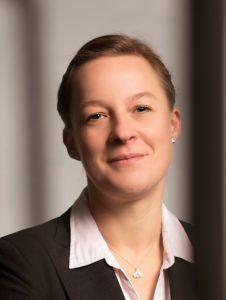 Dr. Kerstin Meisner vermittelt als Personalvermittlerin vakante Stellen zwischen Unternehmen und Bewerber_innen.