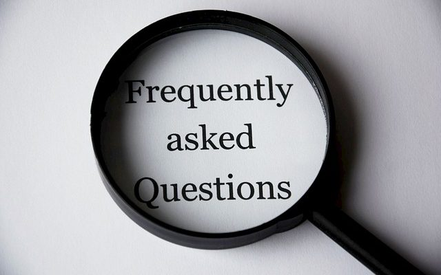 Ob die Bewerberin oder der Bewerber über die gesuchten Qualifikationen verfügt, wird im Bewerbungsgespräch oft durch Fragen geprüft.